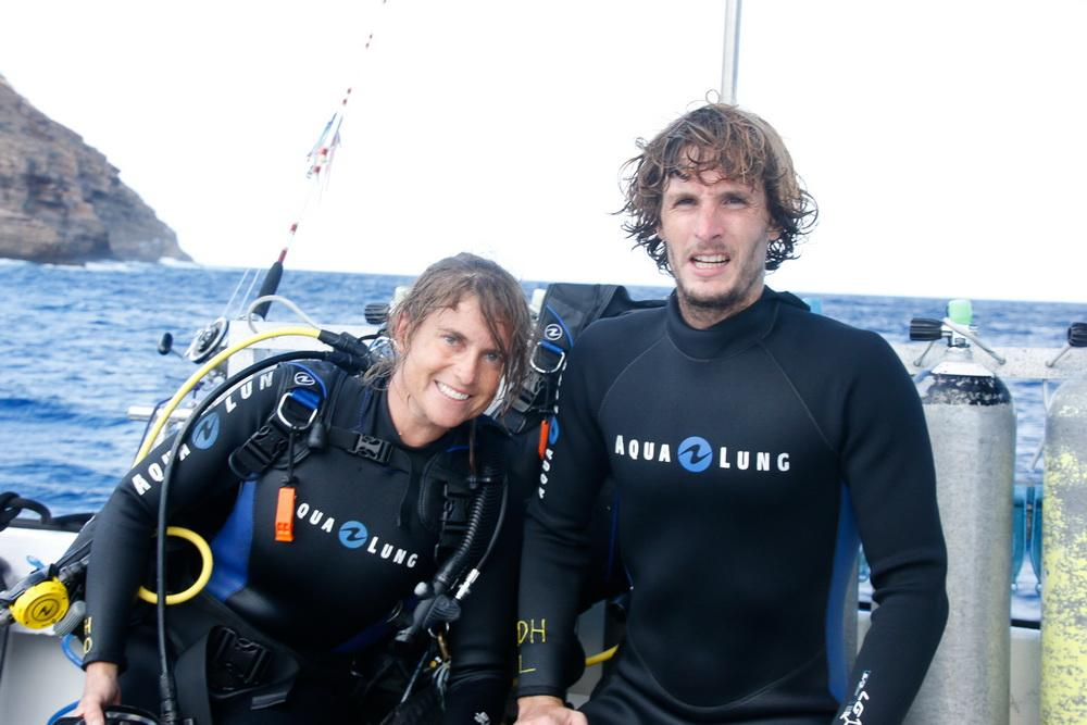 Volunteer divers Sarah-Jeanne and Olivier