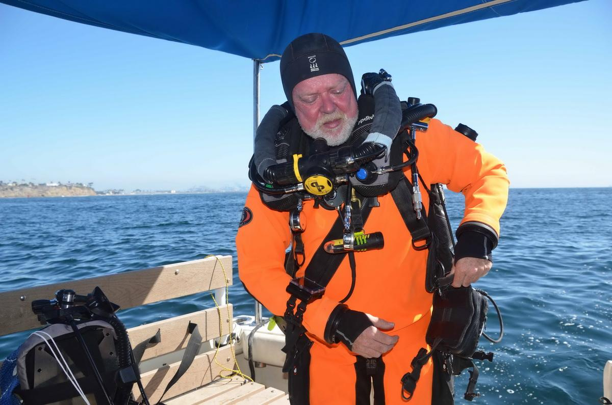 Dry suit for diving